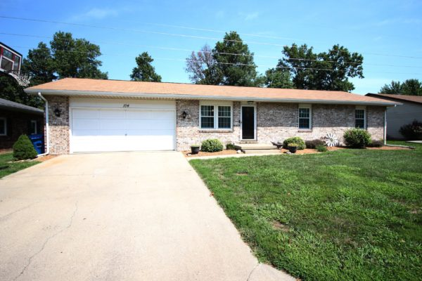 104 Oakwood - Olney, IL 62450