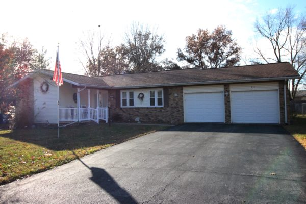 813 Orchard Dr - Olney, IL 62450